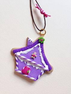 ★Handmade Christmas Ornament!★  ● Gingerbread house, with purple frosting and details of polymer clay,  all handmade of polymer clay.  ● The ornament is hanging from a brown cord, decorated by a pink-check ribbon.  Dimensions of house aprox: 4,5cm x 4,8cm.