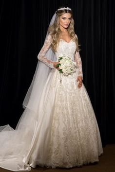 Your wedding is undoubtedly one of the most significant events of your life. Planning your wedding does not have to be difficult when you are aware of what is actually necessary. Bridal Dresses, Flower Girl Dresses, Bridesmaid Dresses, Wedding Looks, Dream Wedding, Pretty Quinceanera Dresses, Wedding Veils, Bride Hairstyles, Dream Dress