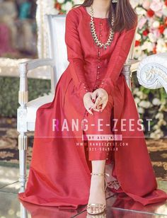 Source by clothes pakistani Pakistani Fancy Dresses, Beautiful Pakistani Dresses, Pakistani Fashion Party Wear, Pakistani Wedding Outfits, Pakistani Dress Design, Pakistani Frocks, Fancy Dress Design, Bridal Dress Design, Stylish Dress Designs