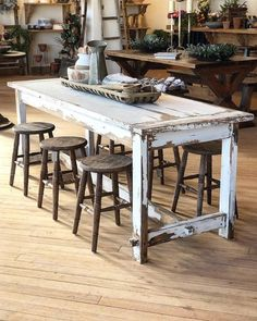 Primitive White Cottage Table - Ideas for the House - Island Kitchen Ideas Primitive Kitchen, Rustic Kitchen, Kitchen Decor, Kitchen Small, Primitive Country, Kitchen Ideas, Rustic Furniture, Home Decor Furniture, Bedroom Furniture