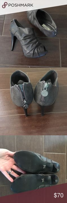 Vera Wang 💋 heeled open toe booties Vera Wang open toes heeled booties. Worn once for a special occasion. In Excellent condition.  Surprisingly comfortable and easy to walk in (that's coming from someone who loves flats). Simply Vera Vera Wang Shoes Ankle Boots & Booties
