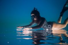 A diver explores the Red Sea in this National Geographic Your Shot Photo of the Day. Underwater Photos, Underwater World, Underwater Photography, Deep Photos, Scuba Diving Quotes, Diving Springboard, Skin Diver, National Geographic Photographers, Shot Photo