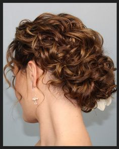 Wedding Hairstyles Updo 70 Wedding Hairstyles For Curly Hair Ideas 16 – Fiveno - Visit the post for more. Natural Hair Styles, Short Hair Styles, Natural Curls, Wedding Hair And Makeup, Hair Wedding, Curly Hair Updo Wedding, Bridesmaid Hair Curly, Hair Makeup, Hair Romance Curly