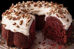 A moist red velvet Bundt cake recipe with cream cheese frosting. If you like, sprinkle the top with chopped toasted pecans. Cream Cheese Recipes, Cake With Cream Cheese, Cream Cheese Frosting, Köstliche Desserts, Delicious Desserts, Dessert Recipes, Frosting Recipes, Cookie Recipes, Red Velvet Bundt Cake