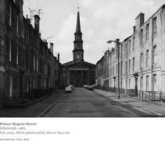 Thomas Struth - Prince Regent Street, Edinburgh, 1985 Contemporary Photography, Artistic Photography, Street Photography, List Of Artists, Art Academy, City Landscape, Film Stills, Moma, New York City