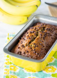 One Bowl Chocolate Chip Banana Bread - yummy treats - Yorgo One Bowl Banana Bread, Banana Bread Recipes, Cake Recipes, Yummy Treats, Delicious Desserts, Vegan Desserts, Yummy Food, Chocolate Chip Pound Cake, Deserts