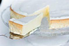 Perfekter Käsekuchen - Rezept. Zutaten: 1 kg Magerquark 200 g Zucker 3 EL Pudingpulver (Vanille Geschmack) 5 Eier 125 ml Schlagsahne