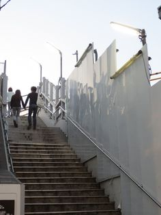 @cherub_chiki 下北沢駅南口と西口をつなぐ歩道橋。ここはなんだかドラマの舞台ぽかったよね。ここは地下化後はどうなるんだろう? #シモチカ... on Twitpic