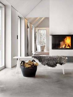 15 impeccable examples of sophisticated interiors with concrete floors - Heike Vogelsang - 15 impeccable examples of sophisticated interiors with concrete floors Scandinavian interior with concrete floor. Torkelson via Femina - Home Fireplace, Fireplace Design, Fireplaces, Linear Fireplace, Fireplace Cover, Fireplace Ideas, Swedish Decor, Swedish Style, Concrete Interiors
