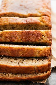 The secret to making perfectly moist banana bread? You guessed it: yogurt. Just like chocolate cake, Greek yogurt helps keep the bread moist and tender. Healthy Bread Recipes, Healthy Banana Bread, Ww Recipes, Healthy Foods To Eat, Cooking Recipes, Cooking Game, Banana Recipes, Cooking Ideas, Healthy Eats