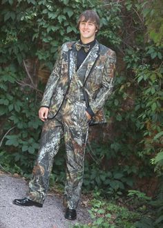 All CAMO! Go BIG or Go Home! If you bleed camo this full camouflage tuxedo is a must. Available for rent at tuxedo junction in Hanover Township today! Matching camouflage wedding and prom dresses available at Cabella's! Camo Wedding Cakes, Tuxedo Wedding, Wedding Suits, Army Wedding, Hunting Wedding, Wedding Groom, Wedding Dresses, Prom Dresses, Camo Tuxedo