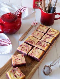 brownie cheesecake y red velvet Velvet Cake, Red Velvet, Coffee And Walnut Cake, Cupcakes, Cheesecake Brownies, Blog, Life, Kabobs, Yummy Cakes