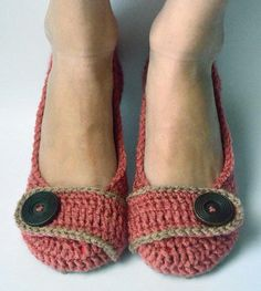 5 Super-Cute Slippers to Keep Your Tootsies Toasty: Crochet Women's Slippers in Country Rose