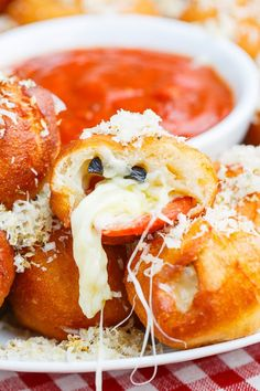 Pizza Poppers // mind and waist band blown via Closet Cooking #appetizer #superbowl