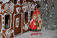 Hobbybruket: Mal til Pepperkakehus! Gingerbread, Diy And Crafts, Christmas Ornaments, Holiday Decor, Home Decor, Xmas Ornaments, Decoration Home, Christmas Jewelry, Christmas Ornament