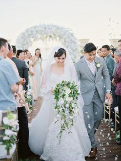 A Classic Garden Wedding With Cliffside Views | http://www.bridestory.com/blog/a-classic-garden-wedding-with-cliffside-views