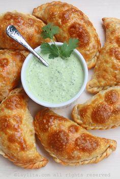 Salsa picante de yogur con cilantro para empanadas