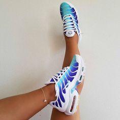 """6d9e55ee6637b SNEAKERADDICTED on Instagram  """"Haifisch Nikes 🦈 Kennt ihr schon diesen  mega Colorway auf dem Air Max Plus TN  Könnt ihr jetzt über den Link in der  Bio ..."""