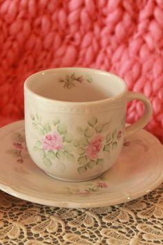 TAZA TSUJI PINTADA A MANO ♥♥♥ #tea #teatime #instatea #TagsForLikes #tealife #ilovetea #teaaddict #tealover #tealovers #teagram #healthy #drink #hot #mug #teaoftheday #teacup #teastagram  #teaholic #tealove #tealife #tearose #rosetea #buenosaires #palermo #palermosoho #palermoviejo #argentina #rosas #roses #romance #romantic #teaforone #teaoclock #coffee #cafe #instacoffee #TagsForLikes #cafelife #caffeine #hot #mug #drink #coffeeaddict #coffeegram #coffeeoftheday #cotd