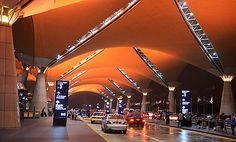 #Malaysia #Flughafen - KLIA die Architektur ist hypermodern, aber als Vorbild dienten Beduinenzelte. --  KLIA its #architecture is contemporary modern, but Bedouin tents served as a template.