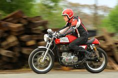 Kafíčko pro každého: Royal Enfield Continental GT Enfield Motorcycle, Cafe Racing, Cafe Racer Bikes, Royal Enfield, Cool Bikes, Bobber, Cars And Motorcycles, Automobile, Retro