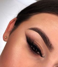 Discovered by L☽ U♆N☽A. Find images and videos about makeup and eyeshadow on We Heart It - the app to get lost in what you love. Edgy Makeup, Makeup Eye Looks, Eye Makeup Art, Baddie Makeup, Flawless Makeup, Smokey Eye Makeup, Creative Eye Makeup, Pretty Makeup, Simple Makeup