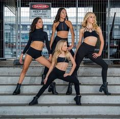 Stunning dance pose ideas for stairs from amazing dance photographers around the world. Be sure to bookmark your favorite dance poses for your next session. Dance Team Pictures, Dance Picture Poses, Dance Photo Shoot, Poses Photo, Dance Poses, Poses For Pictures, Hip Hop Outfits, Dance Outfits, Dancing Outfit
