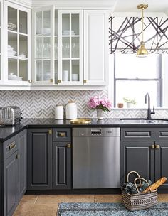 Gorgeous farmhouse kitchen cabinets makeover ideas Kitchen cabinets Home decor ideas Kitchen remodel Dream kitchen Kitchen design Home building ideas Two Tone Kitchen Cabinets, Upper Cabinets, Kitchen Redo, New Kitchen, Kitchen Dining, Grey Cabinets, Stylish Kitchen, Kitchen Cabinetry, Awesome Kitchen