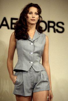 Christy Turlington défilant sur les podiums de la Fashion Week 29