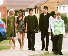 11 Ways Female Friendship Is Different When You're And 26 Series Movies, Tv Series, Netflix Series, Skins Generation 1, Movies Showing, Movies And Tv Shows, Cassie Skins, Skin Aesthetics, Skins Uk