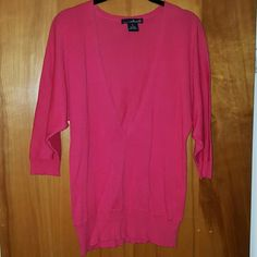 3/4 sleeve light sweater NWOT bright coral colorful. Beautiful with white skinnys. The video neck is quite deep so you may have to wear a cami underneath or a bralette. Size small, could probably also fit a M bc it has a loose fit Willi Smith Sweaters V-Necks