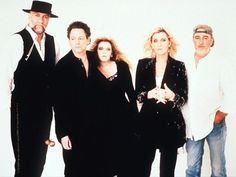 A 1997 photo of the band Fleetwood Mac. From left, are: Mick Fleetwood, Lindsey Buckingham, Stevie Nicks, Christine McVie, and John Movie. In the absence of Christine McVie, who left in 1998, the core quartet added two backing vocalists and two utility musicians.