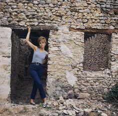 JANE FONDA CHEZ ELLE A LA FONTAINE-RICHARD, 1964