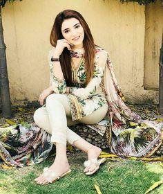 Pakistani Girl, Pakistani Dress Design, Pakistani Dresses, Indian Actress Pics, Indian Bollywood Actress, Desi Girl Image, Girls Image, Indian Girl Bikini, Indian Girls