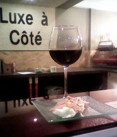 Botellón en el Luxe a Cote: Vino Crianza de Bodegas Ardens con D.O Rioja, acompañado por una exquisita tapa D.O Jamón de Teruel. Precio: 2.50€ en Josefa Amar y Borbon número 5 local en #GASTRONOMIAENZARAGOZA