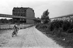 Berlin | Geteilte Stadt. Berliner Mauer. Potsdamer Platz, 1986. Chris John Dewitt