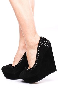 BLACK STUDDED WEDGE PUMP