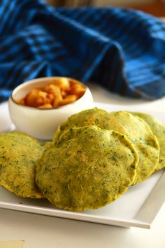 palak poori recipe - tasty and easy to make breakfast recipe  #indianfood #food #recipes #vegetarian #breakfast
