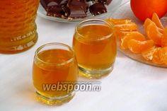 Ликёр из мандаринов  Мандариновый ликёр — один из самых ароматных алкогольных напитков из цитрусовых. Он имеет сильно выраженный вкус мандаринов с небольшой горчинкой, которую придаёт ему кожура. При приготовлении сиропа лучше всего использовать бутилированную воду. Чем дольше этот ликёр настаивается, тем вкуснее становится.