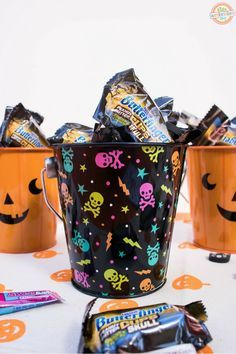 Printable Halloween Bingo Game & Prize Buckets for Kids Halloween Bingo, Halloween Activities For Kids, Holidays Halloween, Halloween Kids, Games For Kids, Halloween Printable, Holiday Activities, Halloween 2019, Family Activities