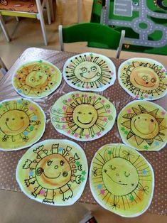 Sun Art (image only) Kindergarten Art Lessons, Art Lessons Elementary, Kids Crafts, Summer Crafts, Yarn Crafts, Rainbow Painting, Ecole Art, Rainbow Crafts, Rainbow Paper
