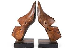 Repurposed shoe form into bookends/ horma de zapato reutilizada