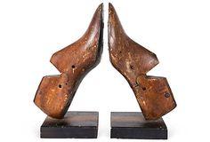 Repurposed shoe form into bookends/ horma de zapato reutilizada