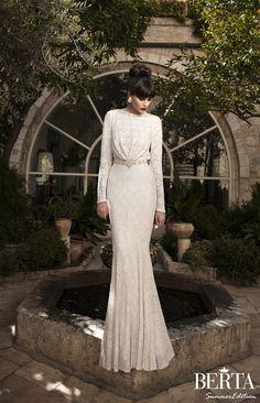 chic lace wedding dress with sleeves by @Roberta Causarano Causarano Cruz
