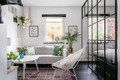 Eu não me canso de ver esses apartamentos de um quarto quarto que fazem a gente querer trocar nossa casa por eles! É tanta elegância e tanta ideia boa que