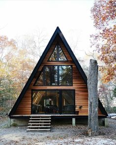 23 dreamy A-frame cabins we love - A-frames we love: 23 cabins you wish you owned – Curbed Informations About 23 dreamy A-frame cabin - Cabins In The Woods, House In The Woods, A House, Build House, Future House, Design Exterior, Cabins And Cottages, Tiny Cabins, Cabin Homes