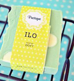 Puotiquen saippun nimeksi tuli Ilo, ja tuoksu ja ulkonäkö ovat juuri sellaisia, iloisia! Laventeli ja piparminttu tekeytyvät ihanaksi tuoksuyhdistelmäksi, jota on vaikea vastustaa!