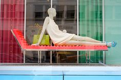 Miu Miu: Colourblock #visualMerchandising #MiuMiu #twiggy