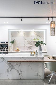 Black Kitchen Decor, White Marble Kitchen, Interior Design Kitchen, Bathroom Interior, Modern Kitchen Island, Cuisines Design, Küchen Design, Home Kitchens, Kitchen Remodel