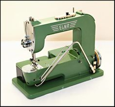 Series One Elna Grasshopper front view Sewing Machine Brands, Antique Sewing Machines, Modern Toys, Vintage Sewing Notions, Tatting Patterns, English Paper Piecing, Love Sewing, Janome, Sewing Accessories